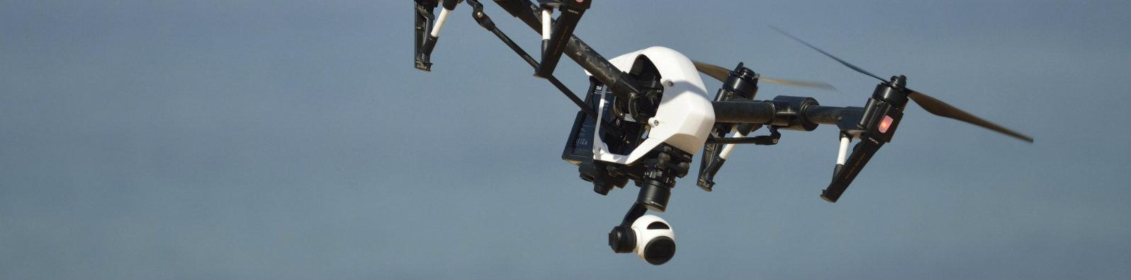 Drone Sürüsü Sahildeki Plastik Atıkları Temizleyecek